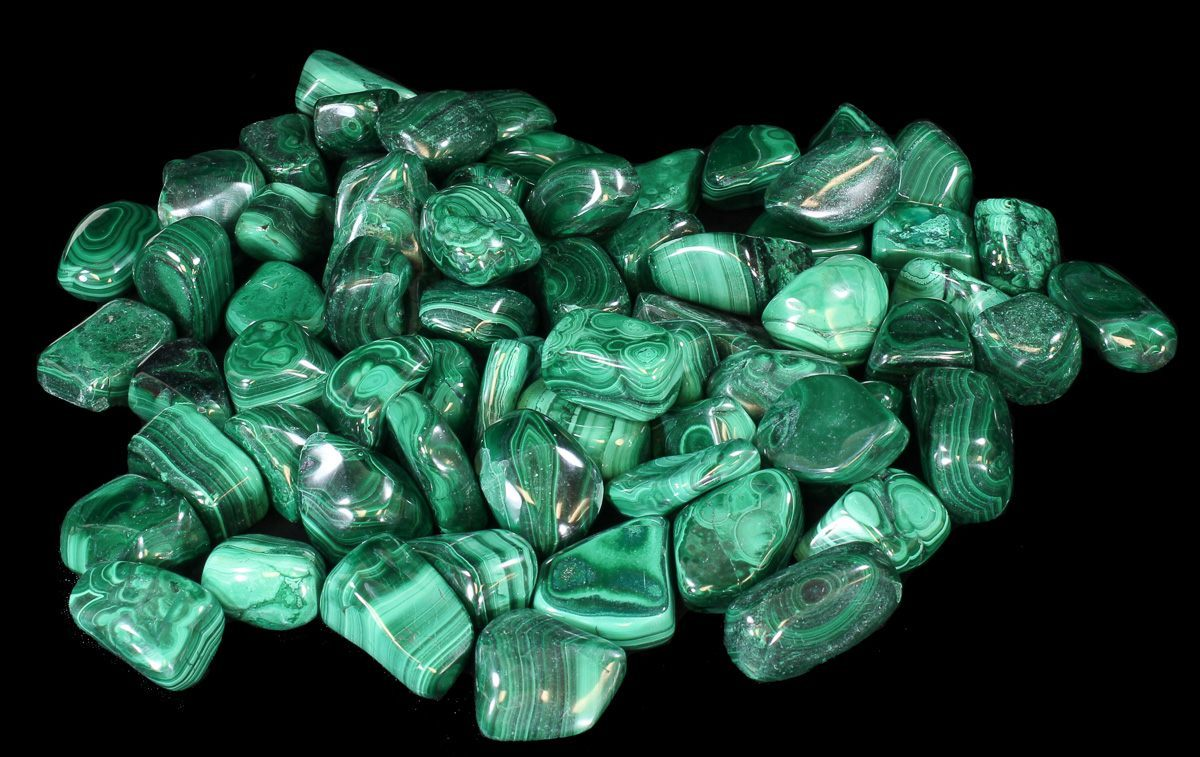 d24816e5ea06 Malachite is a popular stone which has light and dark green banded areas.  Many beautiful specimens of malachite contain special combinations with  other ...